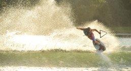 Imagen de acción de packs de wakeboard