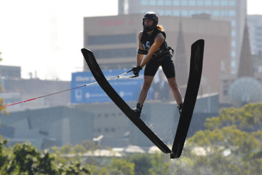 salto en esquí acuático