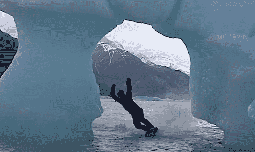 wakeboarding entre icebergs