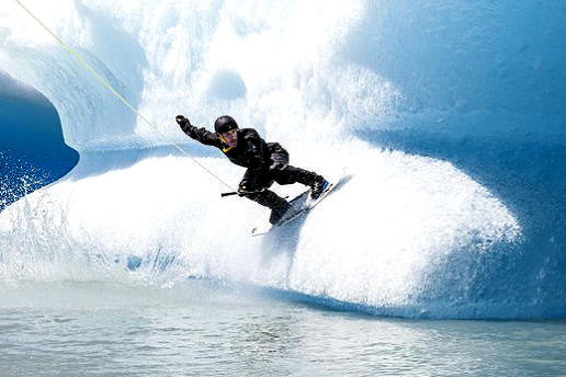 wakeboard entre icebergs